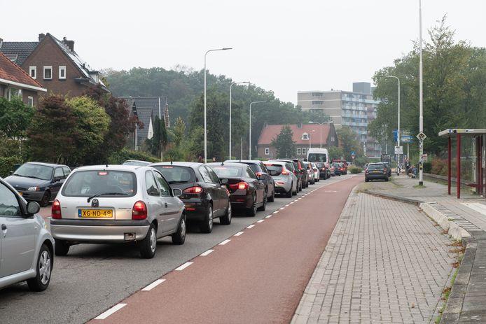 Drukte tijdens de ochtendspits op de Heyendaalseweg.