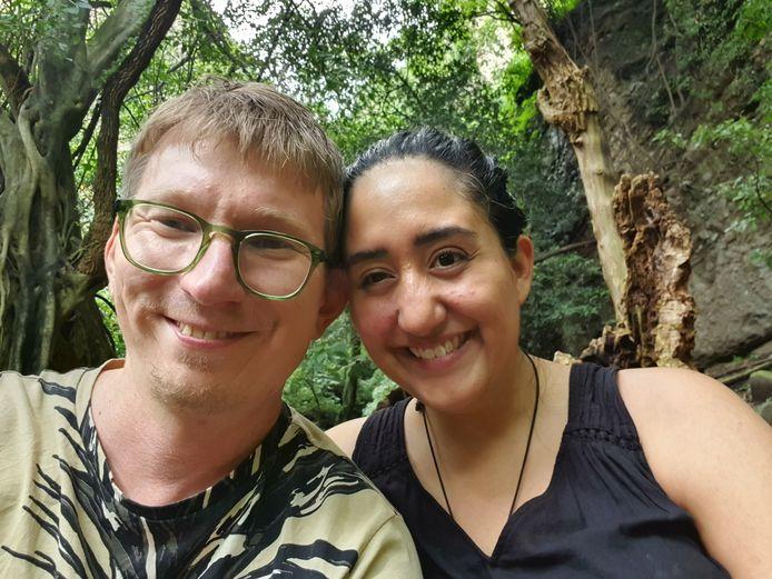 Steven van Beek met zijn vriendin.