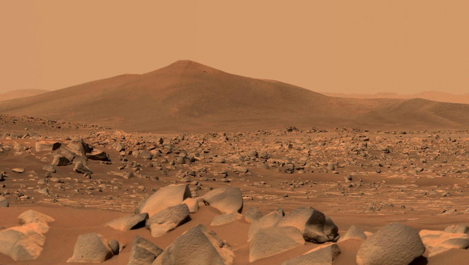 Een beeld dat Marsrover Perseverance doorstuurde van de rotsen nabij de 'Santa Cruz'-berg op de planeet.