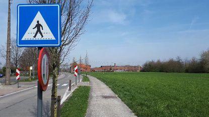 Flauwe plezante draait verkeersborden om