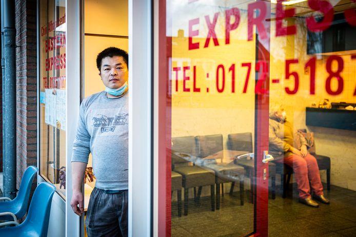 Jian Zhu moet de deuren van zijn Chinees afhaalrestaurant in Woubrugge definitief sluiten.