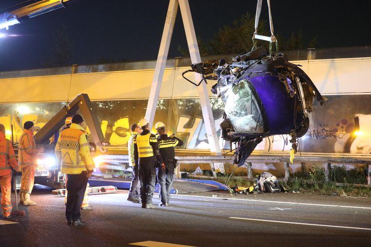 Bij een ongeval op de A12 in Den Haag zijn vier mensen om het leven gekomen.