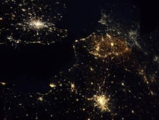 Astronaut neemt foto van ons land en er blijken 's nachts wel wat lichten te branden