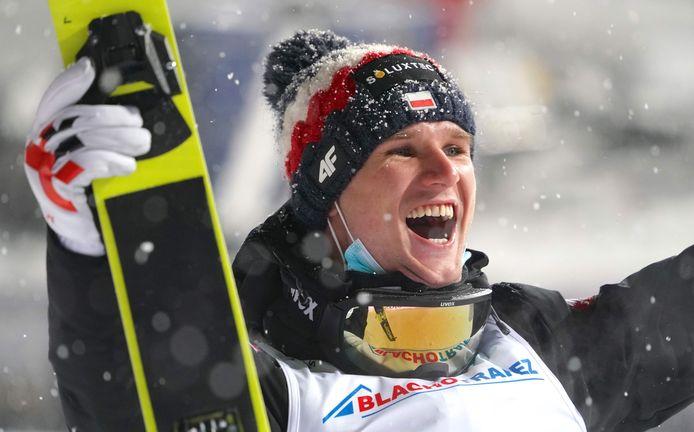 De mooie tweede plaats van Andrzej  Stekala (foto) in de wereldbeker skispringen was voor toeristen en inwoners in Zakopane reden genoeg om te feesten in de open lucht.