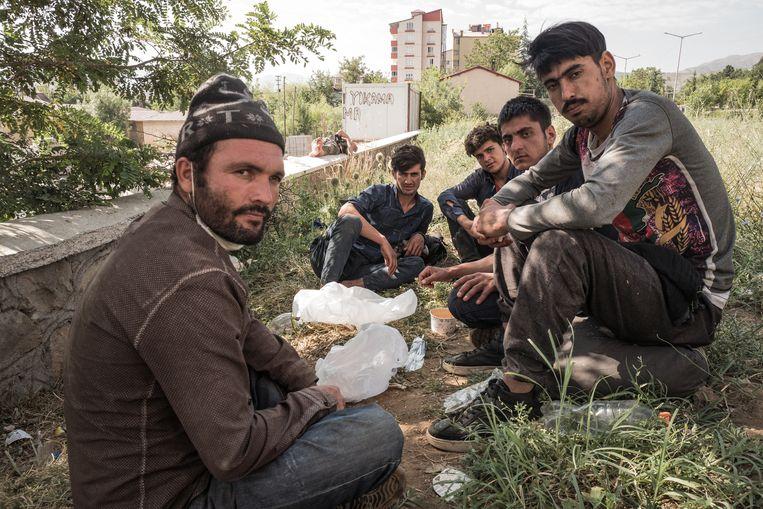 Van, de eerste rustplaats na de uitputtende en vaak gevaarlijke tocht over de Iraans-Turkse grens. Beeld Nicola Zolin