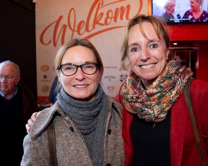 """Het scenario van de vierde film van F.C. De Kampioenen, Viva Boma, is af en dus geniet An Swartenbroekx van een namiddag theater met vriendin Inge. 'Vanaf 3 maart beginnen we te draaien, meteen op Aalst Carnaval."""""""