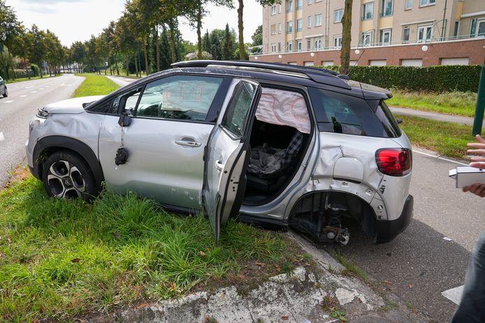 Beide voertuigen zijn zwaar beschadigd.