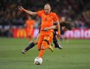 Robben snelt in de WK-finale van 2010 langs Carles Puyol.
