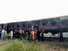 Kookstel ontploft: zeker 65 doden door brand in trein Pakistan
