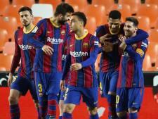 Koeman-loos Barça blijft in titelrace na sterk optreden De Jong en pechavond Cillessen