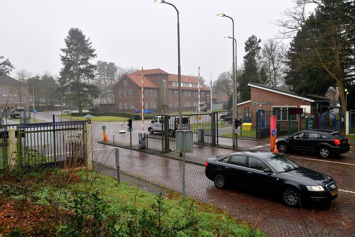 De hoofdingang van de Bernhardkazerne aan de Barchmann Wuytiers-laan staat volgens Defensie niet meer ter discussie.  Het plan om de hoofdpoort naar de Utrechtseweg te verplaatsen was wel jarenlang een wens
