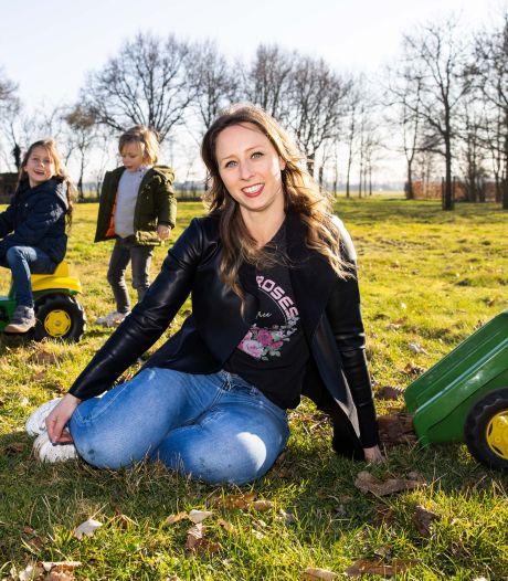 Bij kinderopvang Tot Strakjes, nieuw in Moergestel, knippen de kleintjes eerst in blaadjes