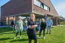 Esther Plante is de nieuwe directeur-bestuurder van stichting VPTZ Oss-Maasland, waaronder hospice Oase en Zorg Thuis in Oss vallen. Achter haar een deel van het team.