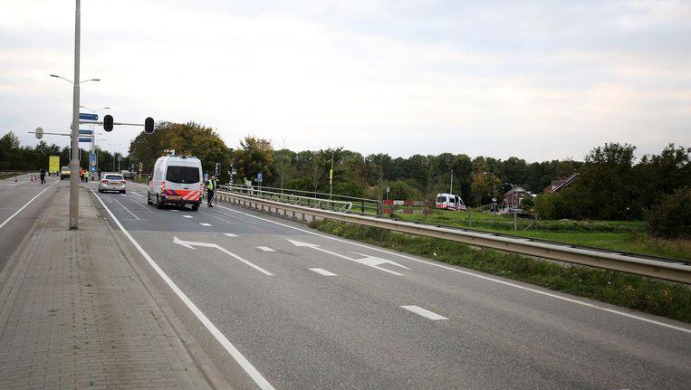 Politie-inzet langs de A2 bij het Limburgse Roosteren. Beeld anp