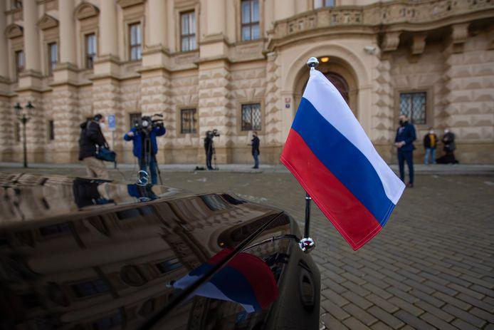 Op 21 april had de Russische ambassadeur Aleksandr Zmeyevskiy nog een meeting met de Tsjechische Buitenlandminister Jakub Kulhanek in Praag.