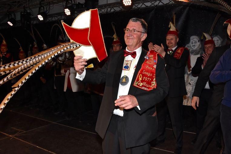 Verkiezing Prins Carnaval Gullegem - Serge Derveaux organiseert al jaren de prinsenverkiezing maar geeft de fakkel straks door aan iemand anders