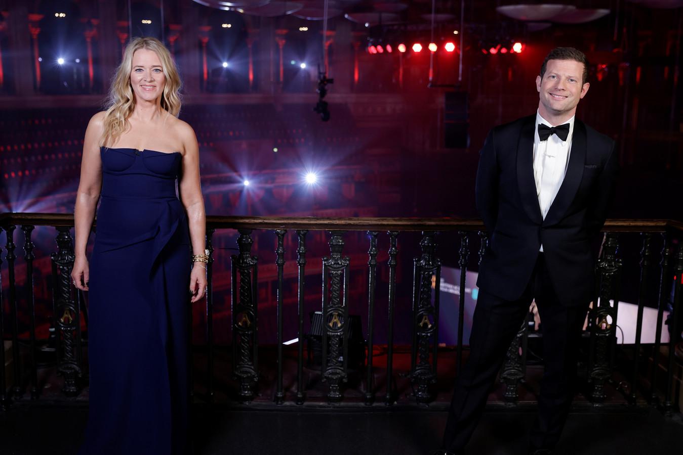 Edith Bowman and Dermot O'Leary presenteerden de 74ste editie van de uitreiking van de Britse filmprijzen.
