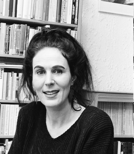 Schrijfster Carl Friedman, die lange tijd in Breda woonde en werkte, op 67-jarige leeftijd overleden