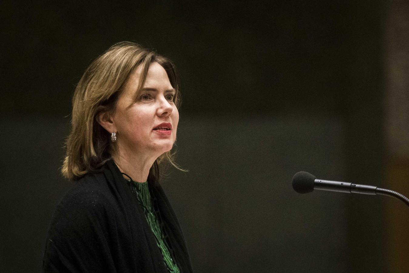 Minister Cora van Nieuwenhuizen van Infrastructuur en Waterstaat tijdens het debat over de besluitvorming rond vliegveld Lelystad Airport.