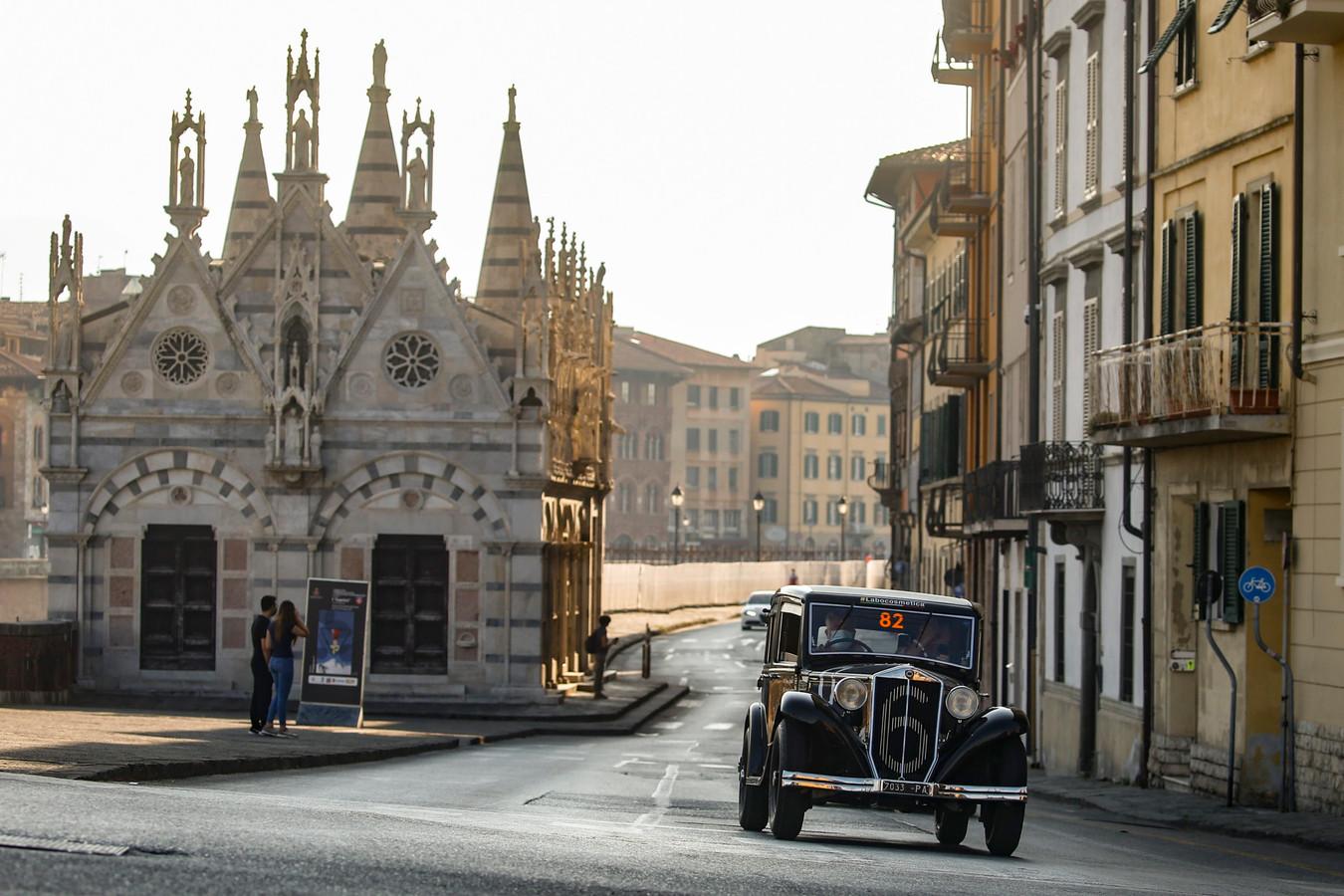 Ook de stad Pisa, bekend van de scheve toren, wordt aangedaan in de Mille Miglia.