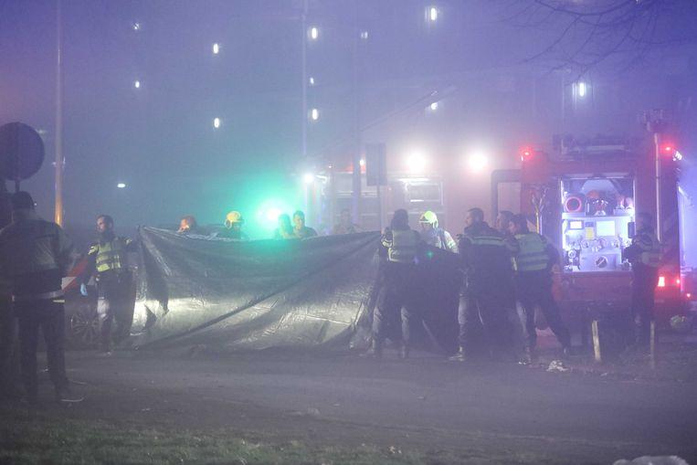 In een flat aan het Gelderseplein zijn twee mensen overleden nadat hier een brand was uitgebroken. De man en zijn 4-jarige zoon stonden in de lift toen de brand uitbrak, twee anderen raakten gewond.  Beeld ANP