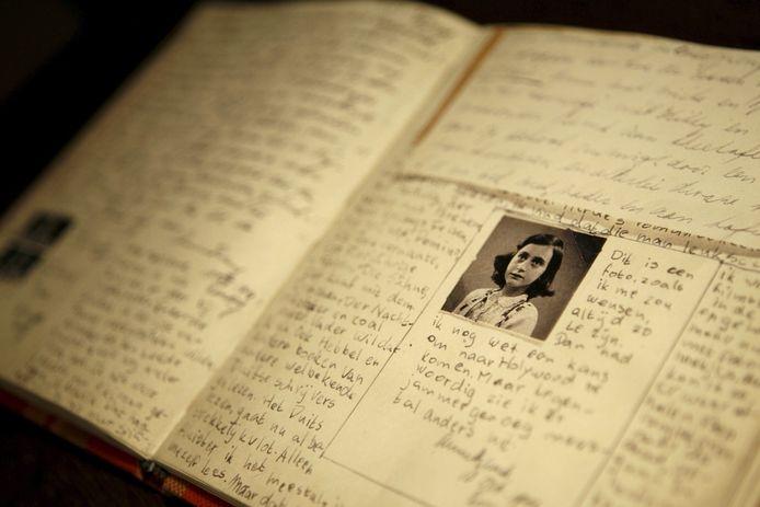 Een replica van het originele manuscript van het Dagboek van Anne Frank.