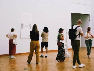 """Jonge kunstenaars van MIJN Leuven in zomerresidentie bouwen eigen pop-upartshop: """"Mijn goesting én productiviteit zijn hier groter"""""""