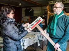 Kleinste stembureau van Nederland wijkt uit naar de schuur