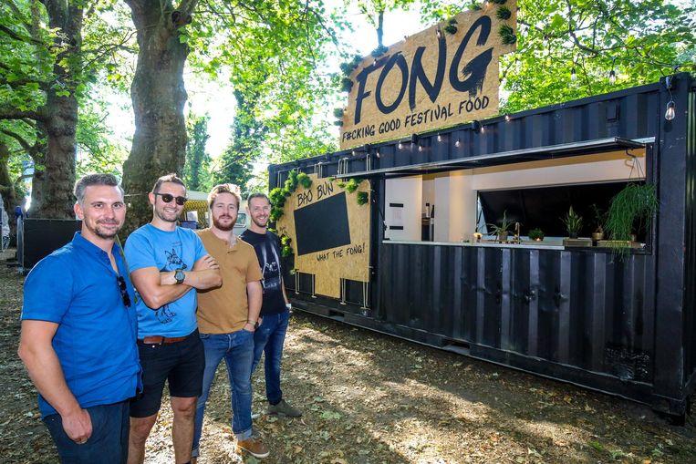 Alan Veys, Carl Delaey, Wannes Leys en Tim Cornille openen foodtruck Fong vandaag op Cactusfestival.