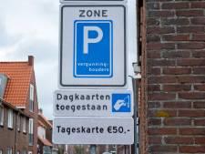 Veers college komt kritiek wat tegemoet: jaarkaart parkeren geen 150 maar 100 euro