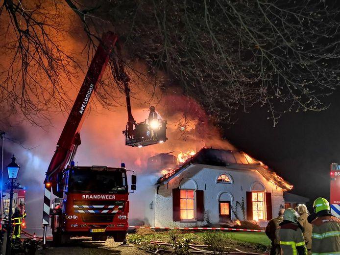 Brand in de boerderij aan de Houtkampweg in Park De Hoge Veluwe in Hoenderloo.