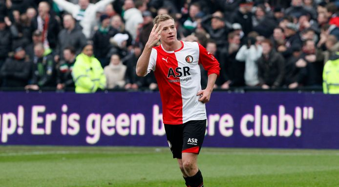 Feyenoord wint met 4-2 van Ajax en John Guidetti maakt er drie.