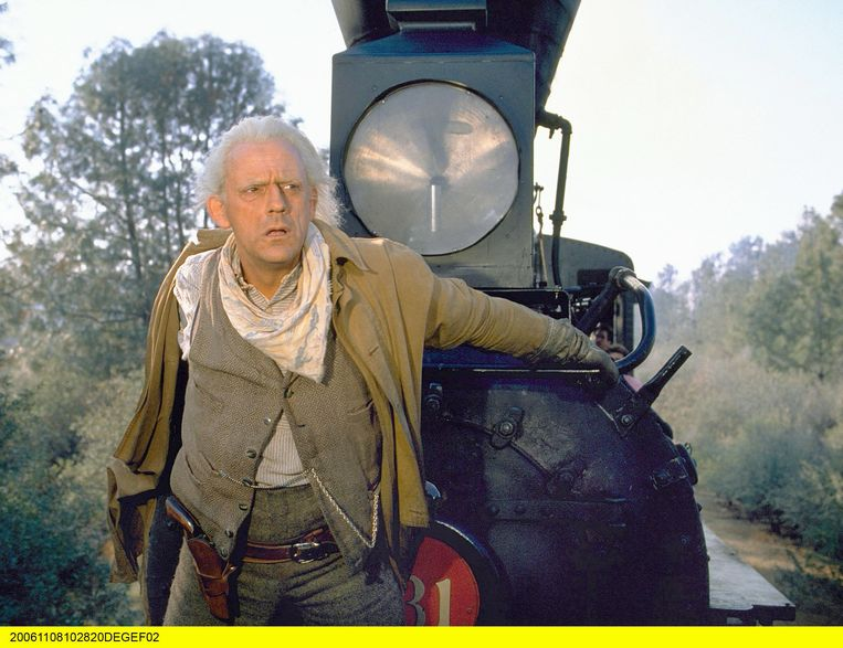 Hoofdpersonage Robert Grim heeft wat weg van Doc Brown in 'Back to the Future' (foto), een rol van Christopher Lloyd. Beeld ARD