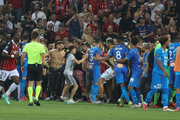 Après les incidents, les Marseillais ont refusé de remonter sur le terrain.