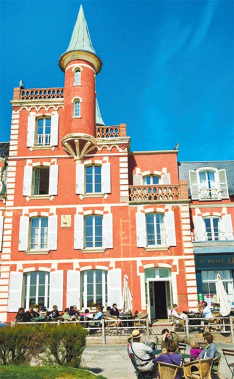 Hotel Les Tourelles bepaalt met zijn torentjes het uitzicht van Le Crotoy.