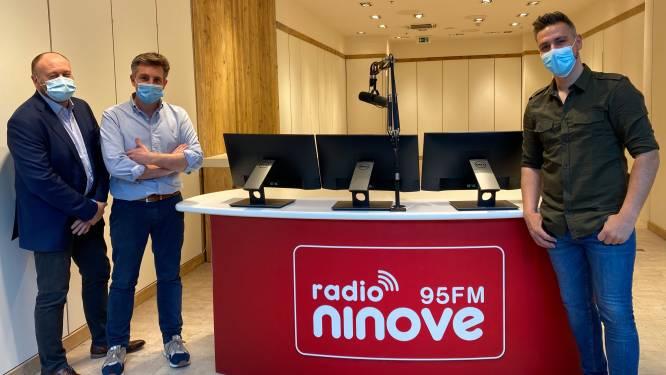 Radio Ninove zendt uit vanaf studio in Ninia Shopping Center