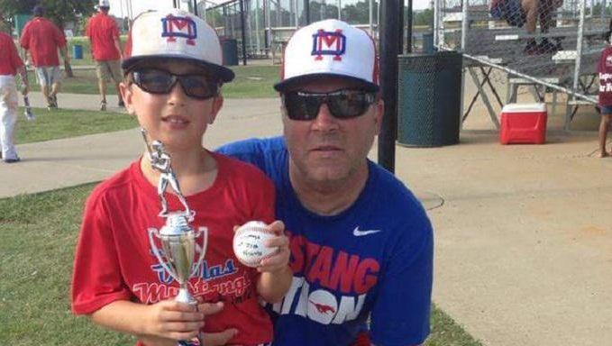 De Amerikaan Sean Copeland (51) en zijn zoontje Brodie (11) zijn de eerste slachtoffers die bij naam genoemd worden.