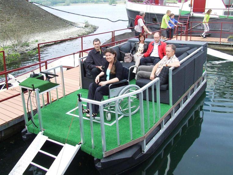 Het rolstoelbootje is de nieuwste attractie op het water.