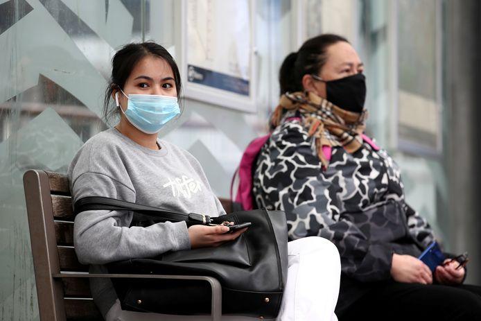 In Auckland blijven mondmaskers wel verplicht in het openbaar vervoer.