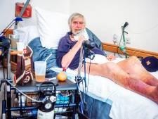 Joop (69) schrijft over zijn leven in Haags verpleeghuis Willem Drees: 'Door hun fouten raak ik mijn been kwijt'