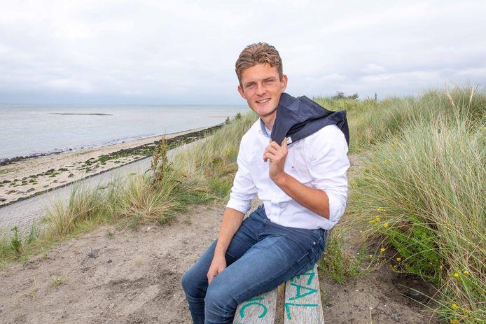 Voetballer Olivier Aertssen uit Wolphaartsdijk is één van de jongeren die een jeugdlintje van de gemeente Goes krijgen.