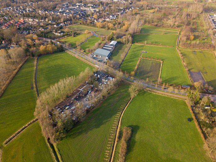 Houthandel Daams in Valkenswaard, nu nog aan twee zijden van de Dommelseweg. Het perceel op nummer 171 (onder op de foto) moet per 31 december van dit jaar ontruimd zijn.