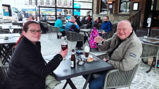 """Kristel en Patrick genieten al om 8 uur van terrasje: """"Het is een feestdag"""""""