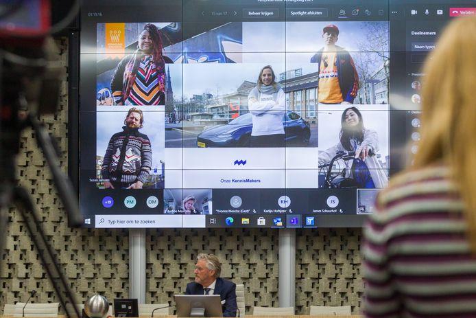 In de raadszaal van het stadhuis presenteerde burgemeester John Jorritsma onlangs het programma voor de digitale koningsdag in Eindhoven.