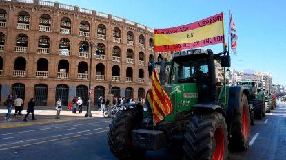 Spaans boerenprotest met duizend tractoren in Valencia veroorzaakt verkeerschaos