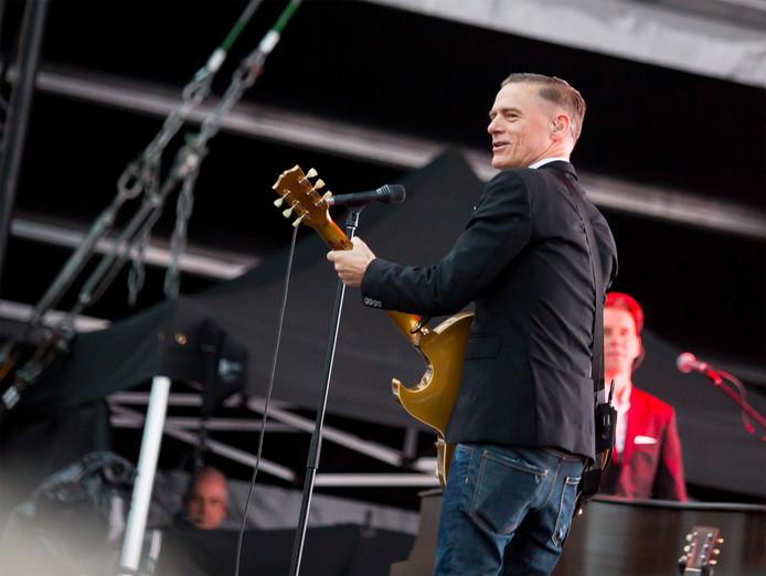 Bryan Adams tijdens het concert op Strijp-S