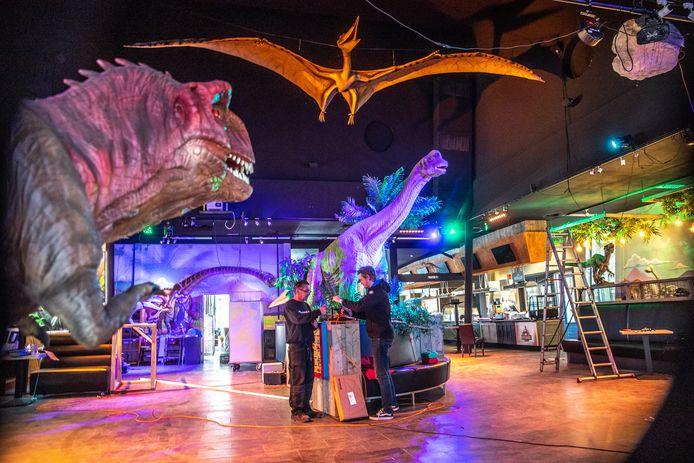 Met licht, geluid en beweging moeten bezoekers straks veel meer ervaren in het restaurant van Dinoland. Het blijft in de zomer ook langer open.