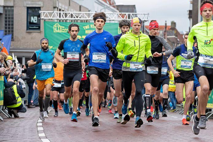 De start van de Two Rivers Marathon, editie 2019.