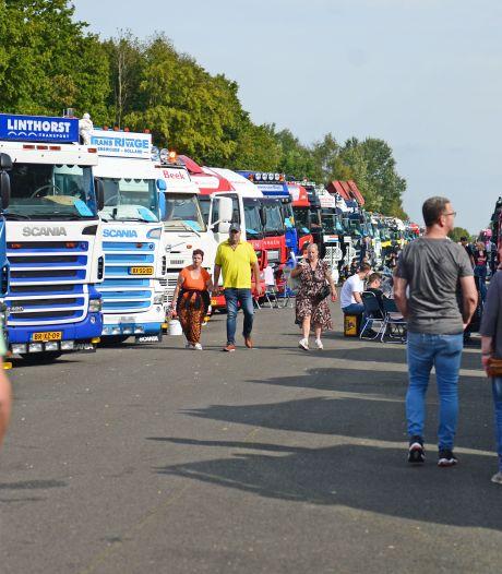 350 trucks op Vliegveld Twente, trotse chauffeurs showen hun vrachtwagen: 'Dit is mijn thuis'