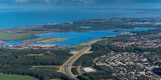 Een brug tussen Almere en Amsterdam? D66 en CDA willen er woningnood mee aanpakken